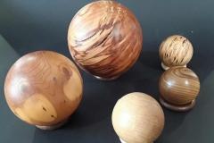 Kugeln verschiedene Holzarten, Helmut Bokämper