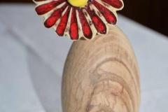 Osterei-mit-getöpferter-Frühlingsblume - Walter Richter